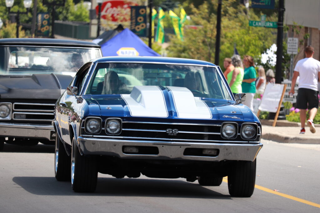 Muscle Car pulling in to Car Show